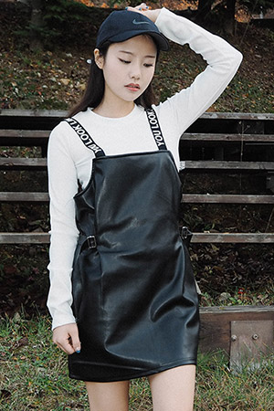 블랙피치(sale) YOU LOOK LIKE ME Suspender Leather Skirt