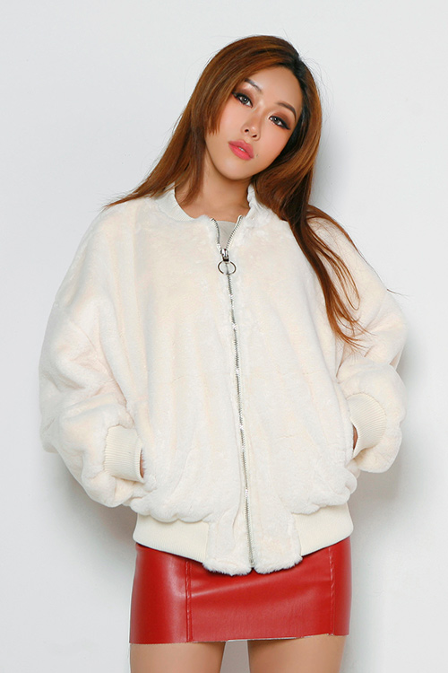 블랙피치Faux Fur Zip Up Jumper