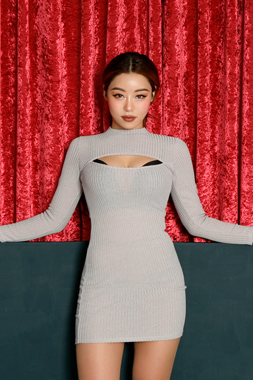 블랙피치Cut Out Front Mini Dress