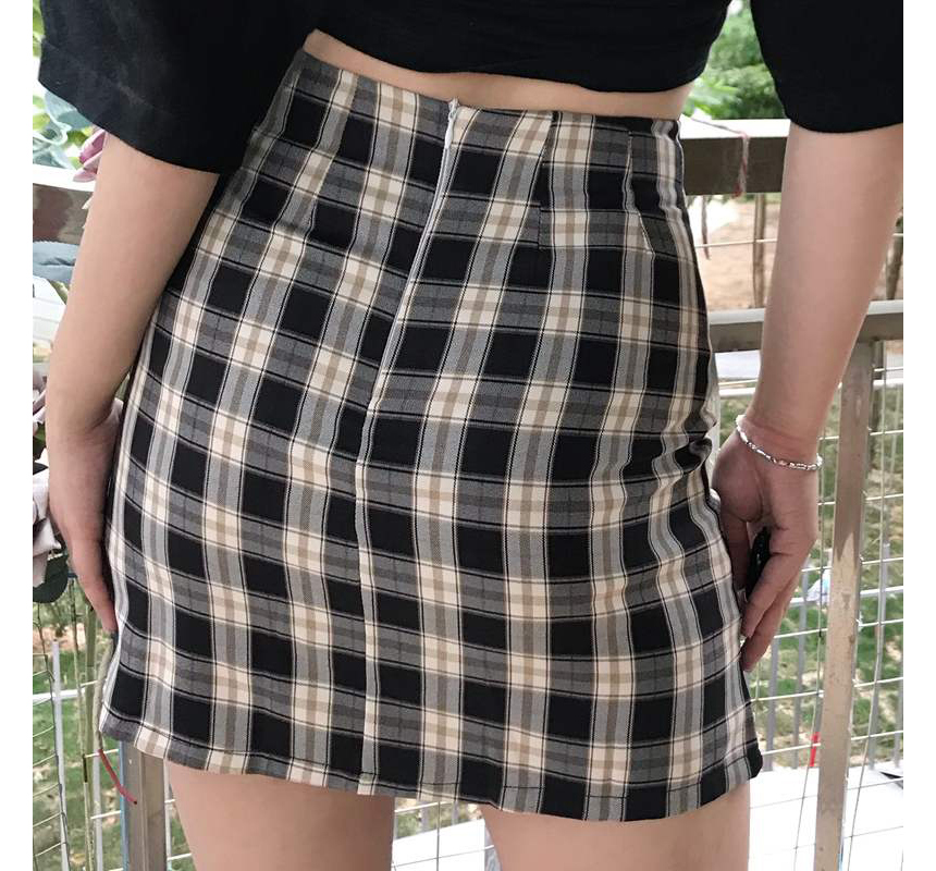 mini skirt model image-S1L60