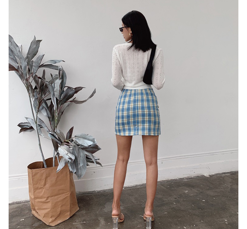 mini skirt model image-S1L24