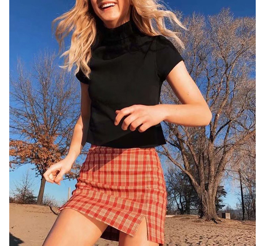 mini skirt model image-S4L17
