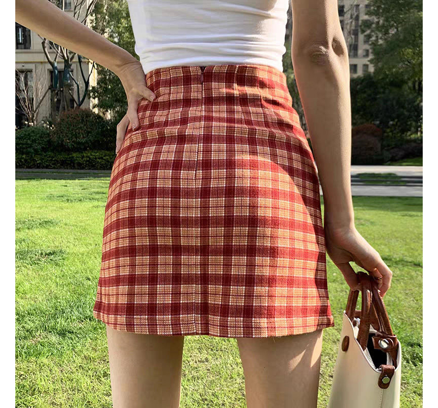 mini skirt model image-S4L20