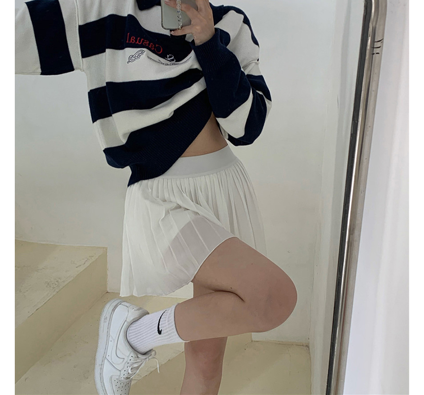 mini skirt model image-S1L27