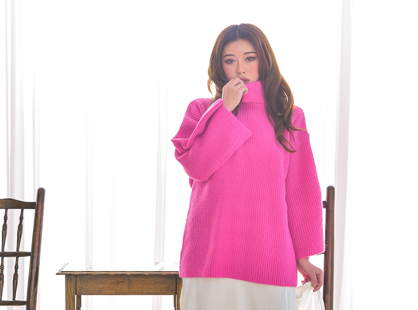 블랙피치Neon Color Turtle Neck Sweater
