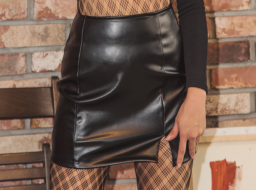 블랙피치Faux Leather Slit Mini Skirt (재입고)