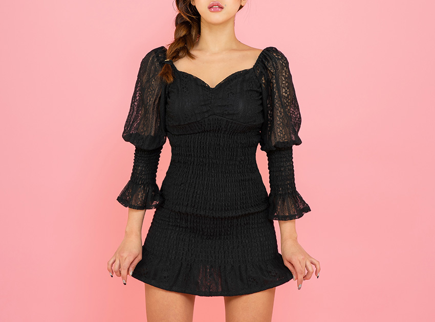 블랙피치Embroidered Eyelet Smoked Mini Dress