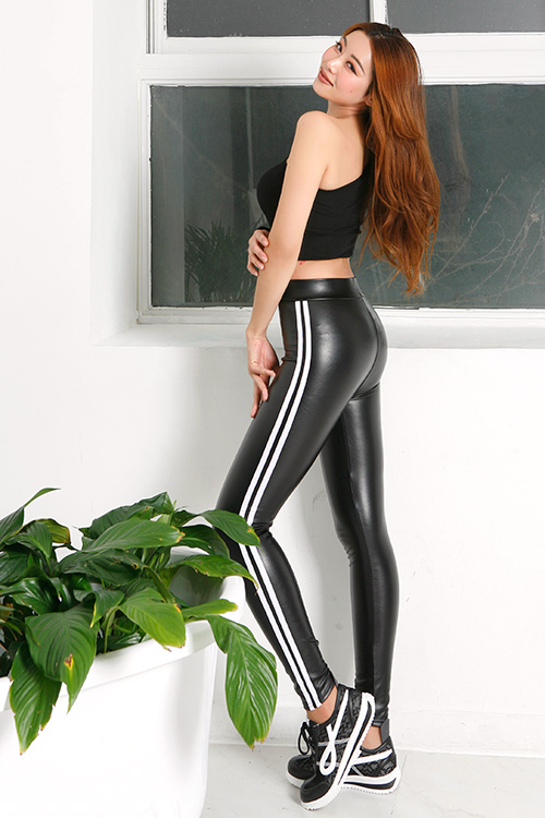 블랙피치Faux Leather Side Line Leggings